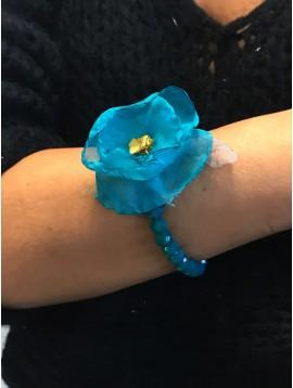 Bracelet - Perles à facettes avec fleur en tissu plumes.