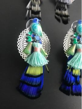 Boucles d'oreilles - Rosace avec oiseau résine et plume.