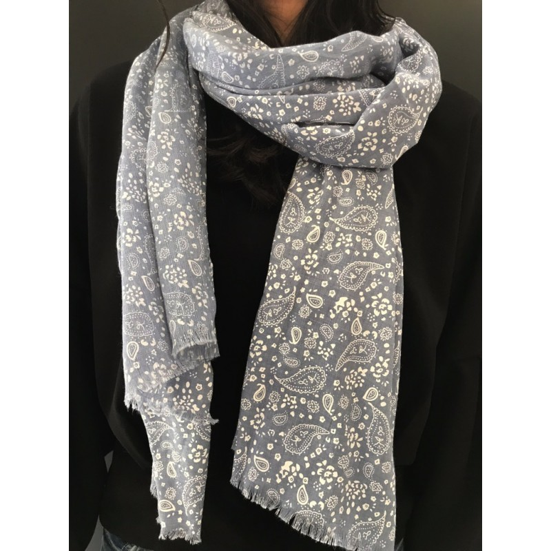 Scarf - Plain color with small paisley pattern. 9d20c9a99ea