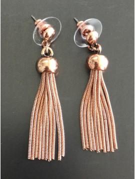 Boucles d'oreilles - Chaînes métalliques et pompom.