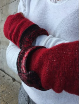 Gloves - Fingerless style wit strip and button decoration.
