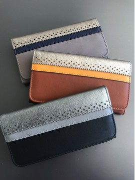 Wallet - With bands, a plain and a look lace.