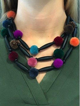 Collier - Multirangs avec boules pompons et perles longues