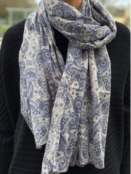 Scarf - Paisley pattern printing.
