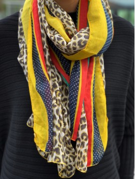 Scarf - Leopard printing with various edges patterns.