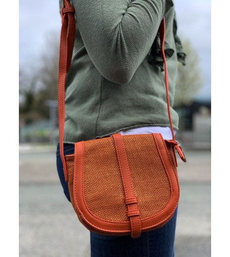 Cross body bag - Shiny jute fabric style with flap.