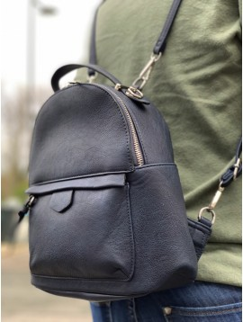 Backpack - Plain color small size with frontal pocket.