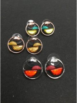 Boucles d'oreills - Anneau métallique avec demi cercle résine et demi cercle peint intérieurs.