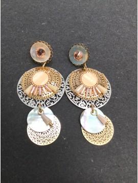 Boucles d'oreilles - Rosaces filigrannes avec strass, perles et disques façon nacre.