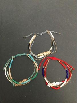 Bracelet - Coulissant multirangs avec plume métallique.
