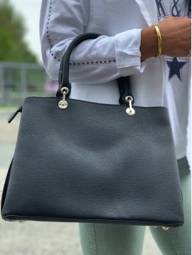 Handbag - Ribbed plain color with link handles decoration.