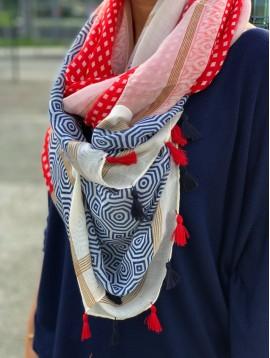 Echarpe motifs careaux et octogone avec pompons