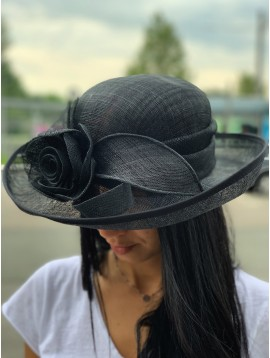 Chapeau sisal relevé grosse fleur