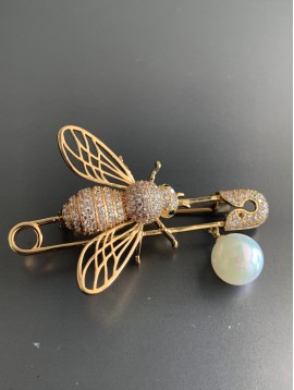 Broche - Abeille strass sur épingle à nourrice