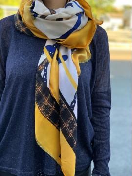 Echarpe motifs harnais