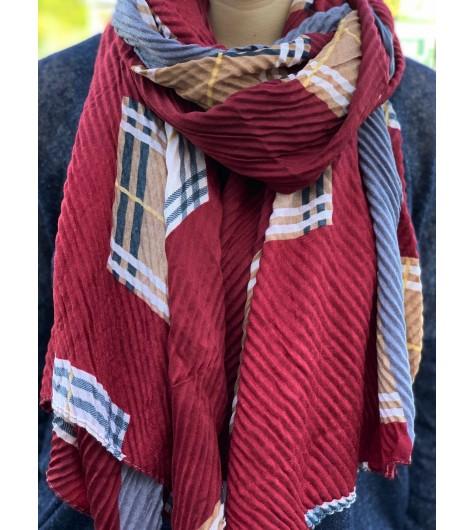 Echarpe gaufrée avec motifs carreaux