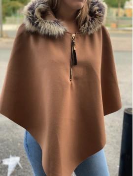 Poncho à capuche col fausse fourrure et zip devant