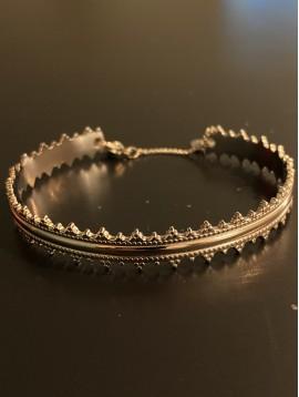 Bracelet Acier - Jonc bord pyramides fermoir chainette