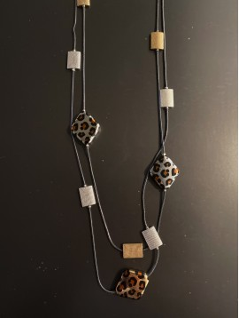 Collier Long - Multirangs avec perles rectangles et losage léopard