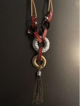 Collier Long - Gros maillons reptile et anneaux métal avec pompon chai