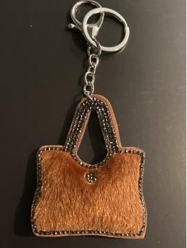 Porte clés - Petit sac en poils avec bord strass