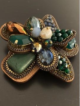 Broche - Fleurs en perles/perles facettes/pierres facettes/chaines