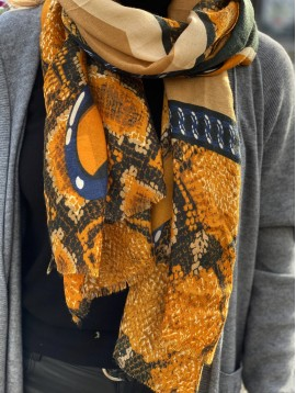 Foulard bord reptile centre losange et médaillons