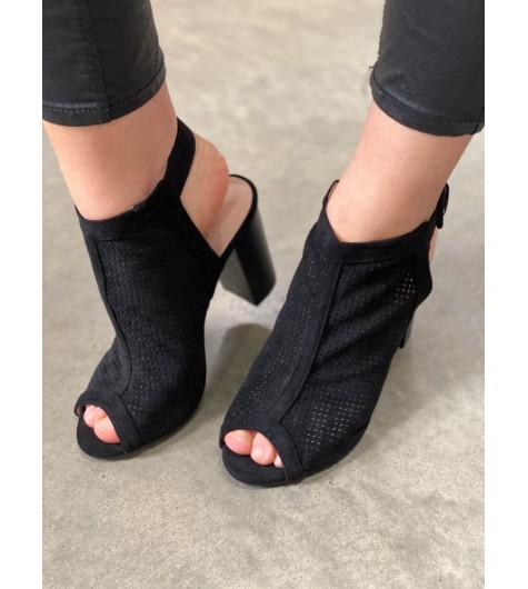Sandales à talons peau de pêche perforé