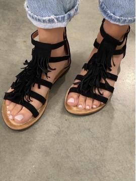 Sandales façon daim et franges