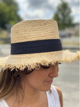 Chapeau forme panama en raphia fait main