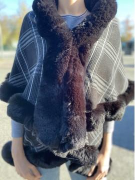 Manteau style écossais avec fausse fourrure