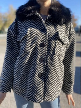 Manteau court en laine à col fausse fourrure