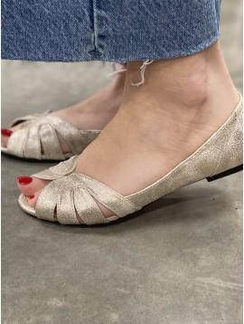 Chaussure croisée matière brillante