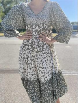 Robe longue portefeuille col volant impr style léopard moderne