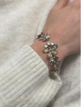 Bracelet - Rivière de fleurs pailletées et perles sur chaine