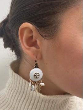 BO dormeuses - Pastilles rondes ornées, perles et feuilles pendantes