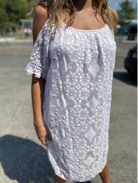 Robe bretelles fine et manches courtes style dentelle et bord crochet