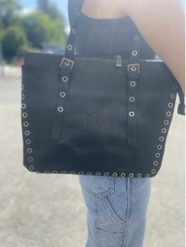 Sac porté épaule format carré avec détails clous sur coutures