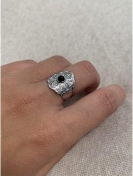 Bague Acier réglable - Chevalière en fleur gravée centre perle