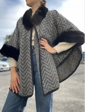 Manteau à motifs zig-zags avec bords et col fourrure
