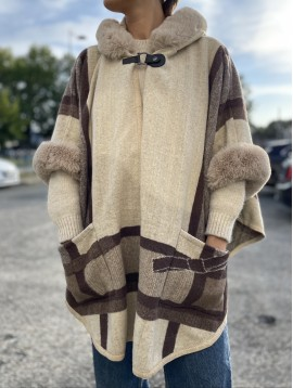 Manteau motif gros carreaux poches apparentes et bords fourrure