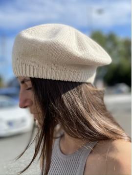 Beret en tricot uni laine avec fil reflets dorés