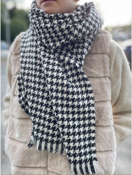 Echarpe motif pieds de poule avec fil argenté et bords éfilés