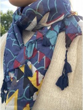 Carré soie triangles stylisés avec pompons